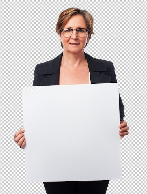 Portret van een rijpe bedrijfsvrouw die een banner houdt Premium Psd