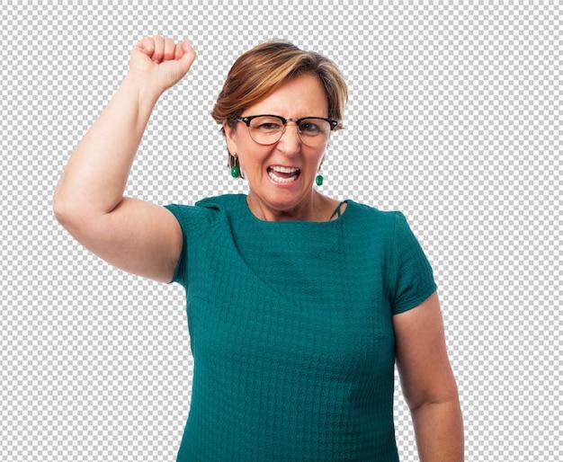 Portret van een rijpe vrouw die een winnaargebaar doet Premium Psd