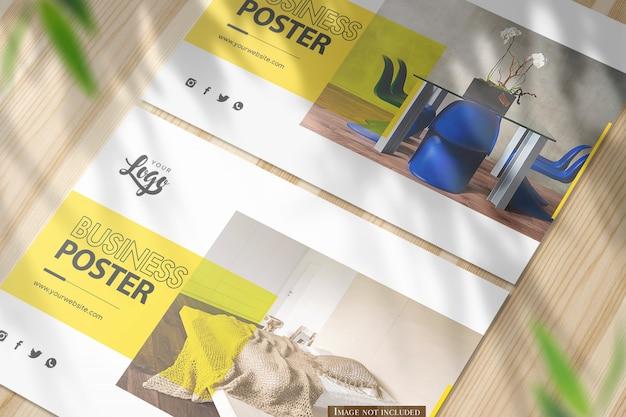 Primer plano horizontal a5 maqueta de póster en escritorio de madera brillante PSD Premium