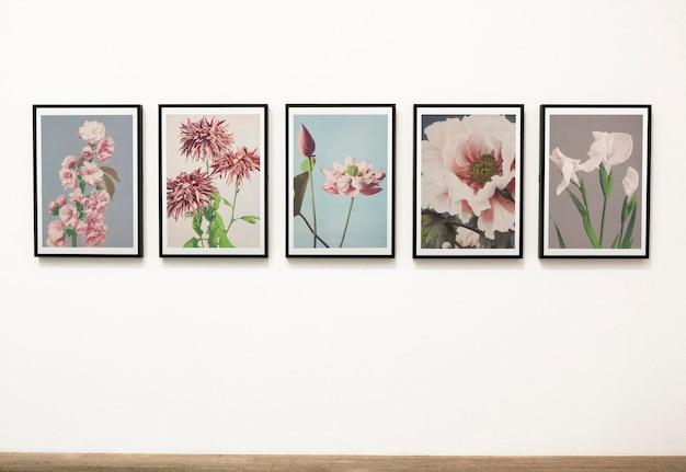 Raccolta di pezzi d'arte floreali su un muro Psd Gratuite