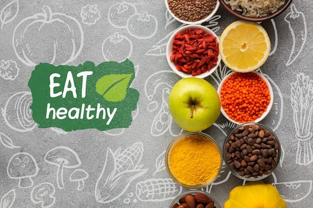 Rangschikking van specerijen en fruit voor biologisch voedsel Gratis Psd