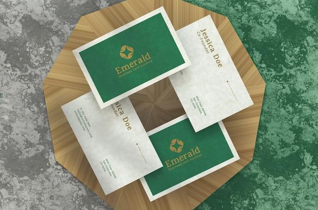 Realistici biglietti da visita eleganti, vista dall'alto sul podio Psd Premium