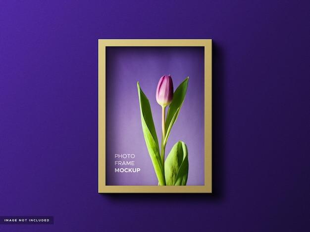 Realistisch fotolijstmodel op kleurrijke achtergrond Premium Psd