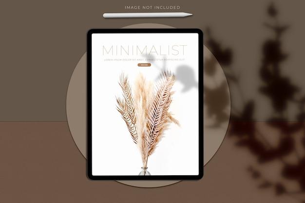 Realistische tablet mockup scene creator met schaduw-overlay.template voor branding identiteit wereldwijde zakelijke website design app Premium Psd