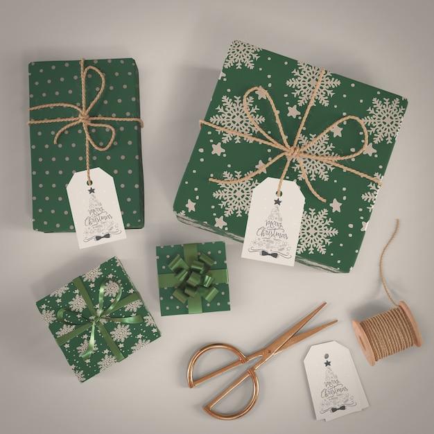 Regalos envueltos en papel decorativo verde PSD gratuito