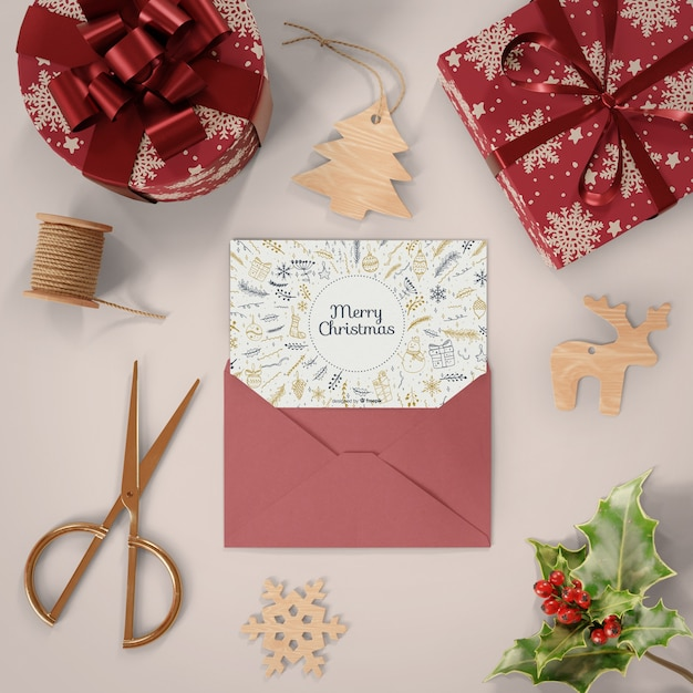 Regalos envueltos y tarjeta de navidad PSD gratuito