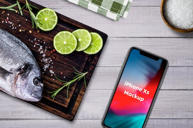 Restaurante de mariscos smartphone mockup PSD gratuito