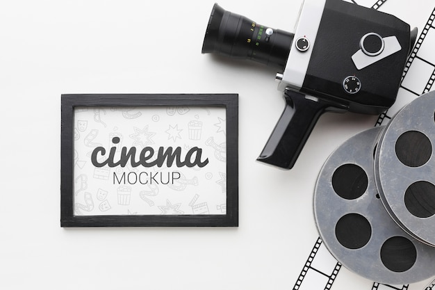 Retro camera en mock-up in beeld Gratis Psd