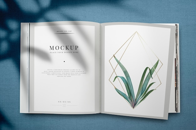 Revista maqueta con hojas y marco dorado. PSD gratuito
