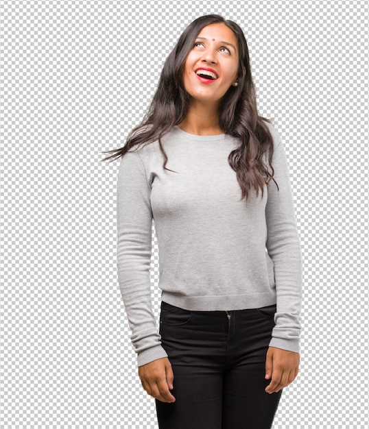 Ritratto di giovane donna indiana alzando lo sguardo, pensando a qualcosa di divertente e avere un'idea Psd Premium