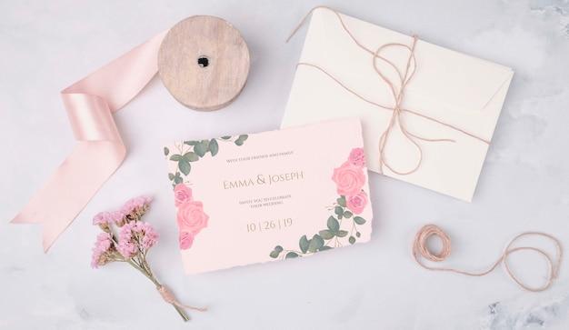 Romantische bruiloft uitnodiging met lint Gratis Psd