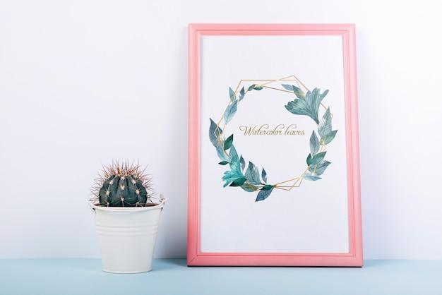 Roze frame mockup met decoratieve cactus Gratis Psd