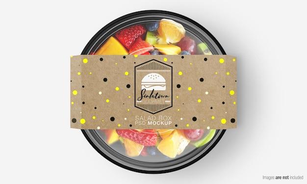 Salade doos mockup met papieren omslag op fruitsalade Premium Psd
