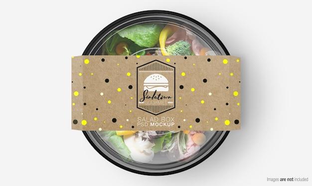 Salade doos mockup met papieren omslag op mix groene salade Premium Psd
