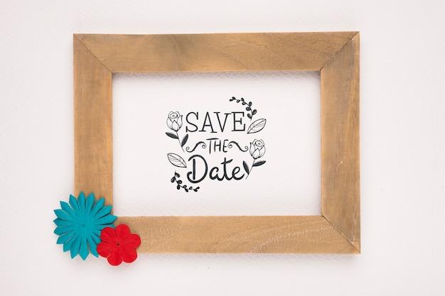 Salva la data mock-up cornice in legno con fiori colorati Psd Gratuite