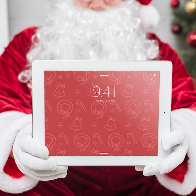 Santa presentando il modello di tablet Psd Gratuite
