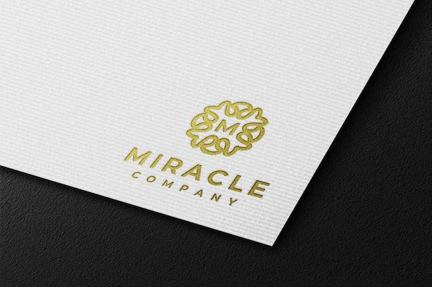 Schone luxe gouden logo-mockup in wit geperst papier Premium Psd