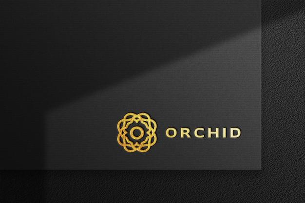 Schone luxe gouden logo-mockup in zwart geperst papier met schaduw Premium Psd