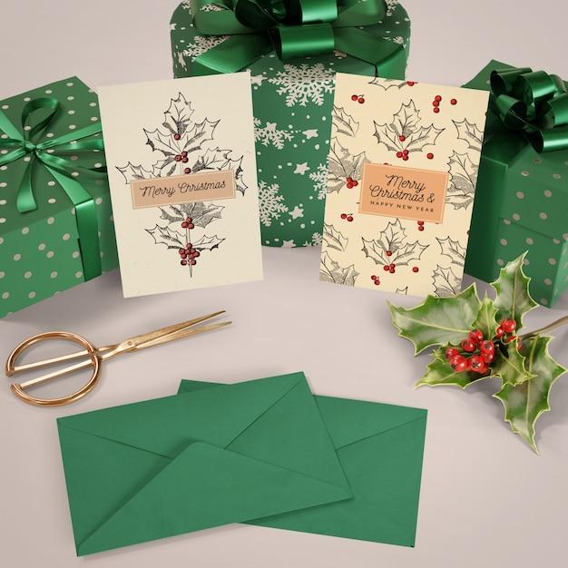 Set kerstcadeaus en kaarten mock-up Gratis Psd