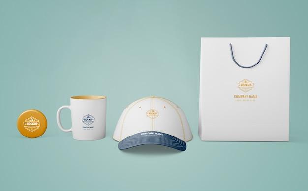 Set de productos de merchandising con logo de empresa PSD gratuito