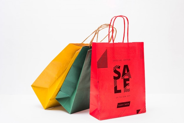 Shopping bag mockup in diversi colori Psd Gratuite
