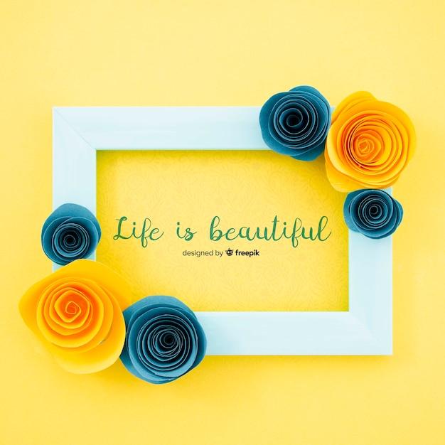 Sier bloemenframe met motiverend citaat Gratis Psd