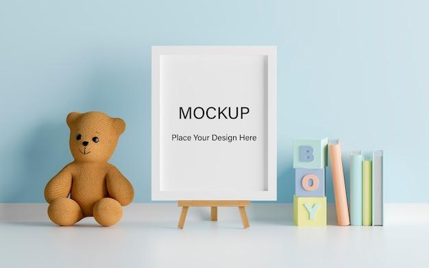 Simulacros de marco de póster con lindo oso de peluche para una representación 3d de baby shower de niño PSD Premium