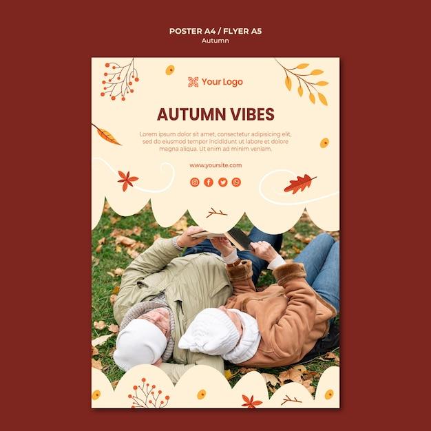 Sjabloon folder voor het verwelkomen van het herfstseizoen Gratis Psd