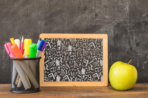 Slate mockup con il ritorno al concetto di scuola Psd Gratuite