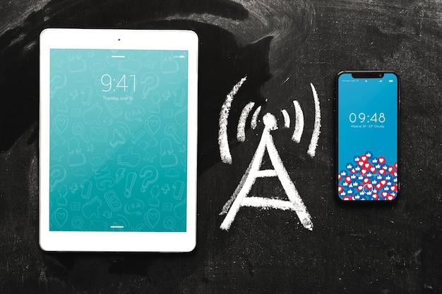 Smartphone en tabletmodel met internet-concept Gratis Psd