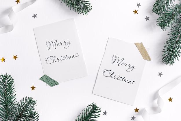 Spar takken frame met mockup kerstkaarten op wit Premium Psd