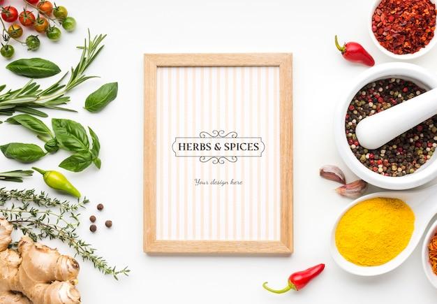 Specerijen en kruiden mock-up en houten frame Gratis Psd