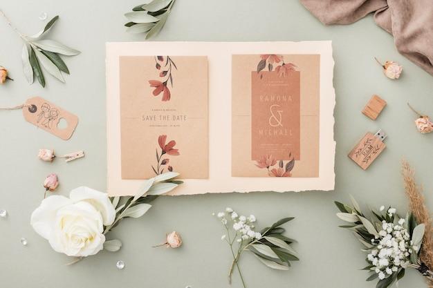 Speciale samenstelling van bruiloftelementen met uitnodigingsmodel Gratis Psd