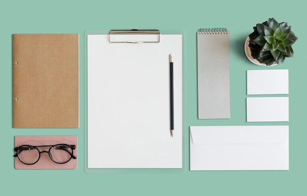 Stationaire documenten papierwerk organisatie concept Gratis Psd