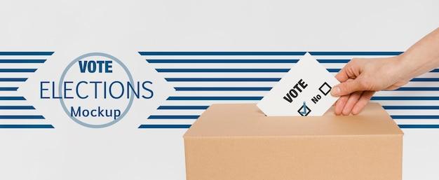 Stemmen voor verkiezingen mock-up met de hand Gratis Psd