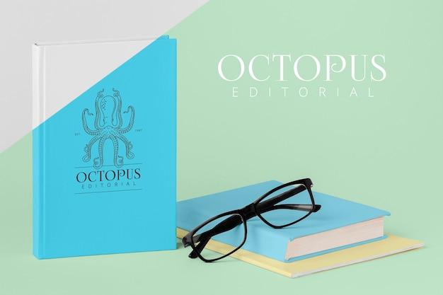 Surtido de portadas de libros con gafas PSD gratuito