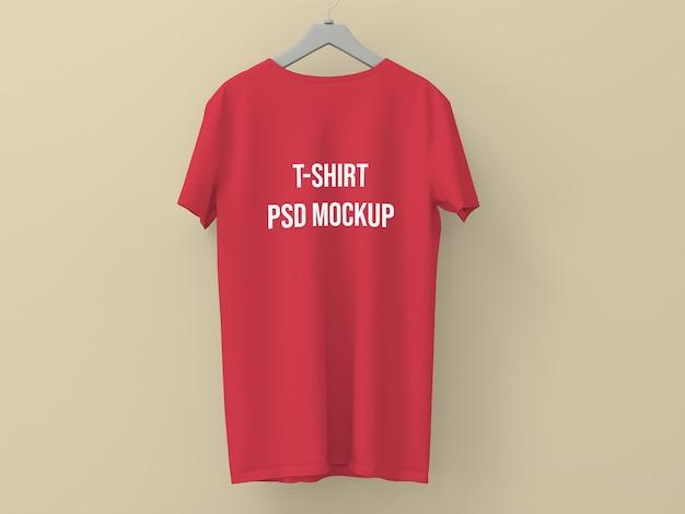 T-shirt bespotten op een muur Premium Psd