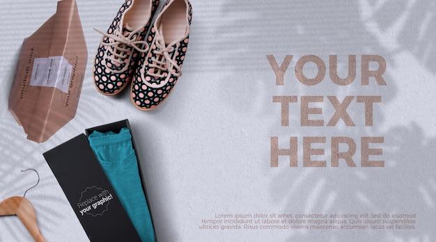 T-shirt in kartonnen doos mockup milieuvriendelijke verpakking, bovenaanzicht Premium Psd