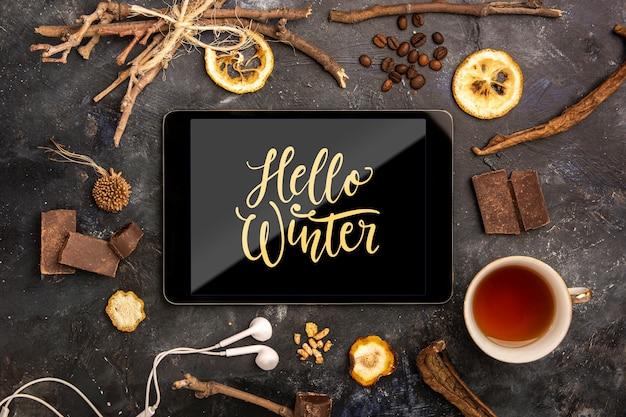 Tablet met hallo winter bericht Gratis Psd