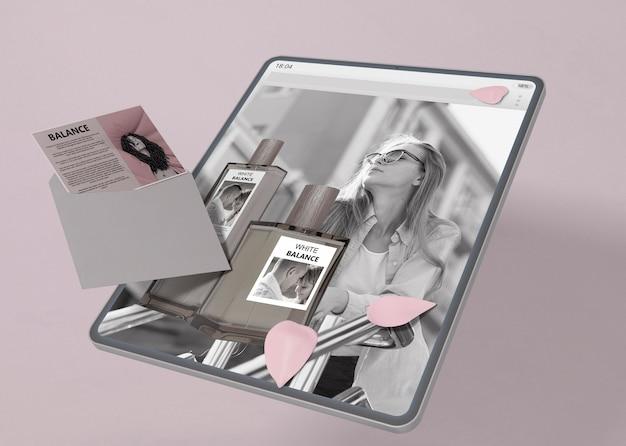 Tablet met parfumwebsite-model Gratis Psd