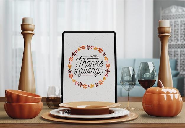 Tabletapparaat voor thanksgiving day met lijstregeling Gratis Psd
