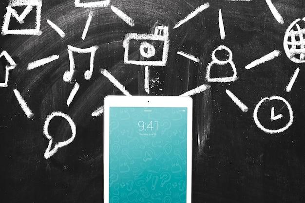 Tabletmodel met internet-concept Gratis Psd