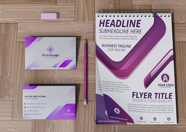 Tarjeta de oficina y bloc de notas marca empresa papel de maqueta comercial PSD gratuito