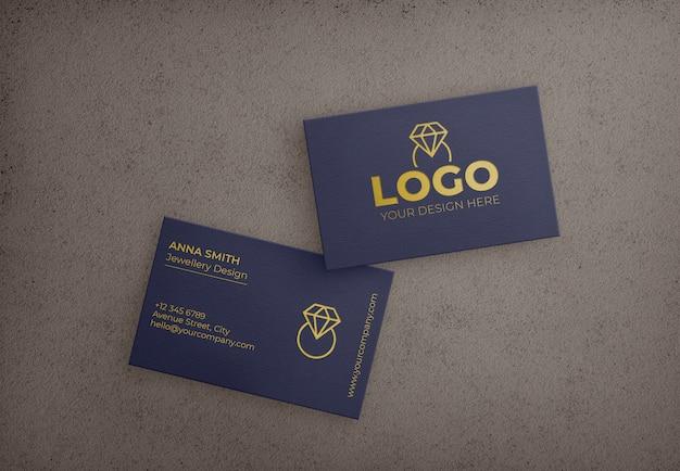 Tarjeta de visita azul oscuro con diseño dorado PSD gratuito