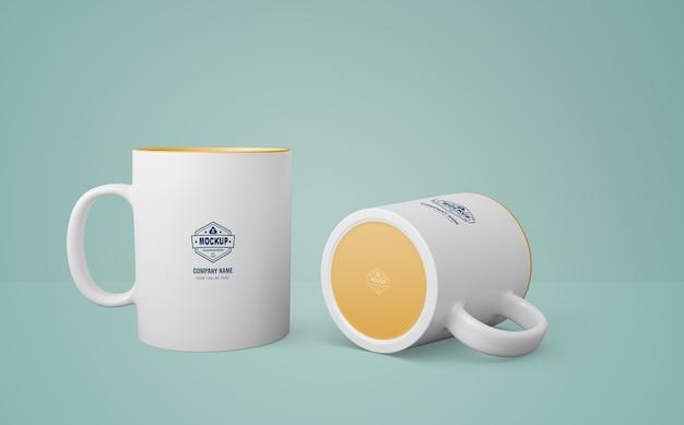 Taza blanca con logo de empresa PSD gratuito