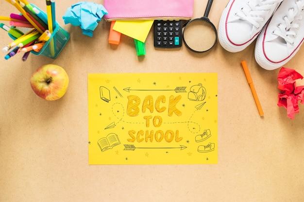 Terug naar school mockup met geel papier Gratis Psd