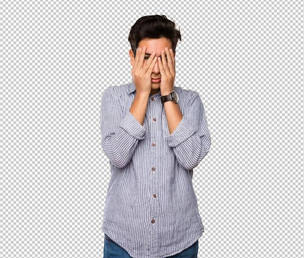 Tiener die zijn gezicht bedekt Premium Psd