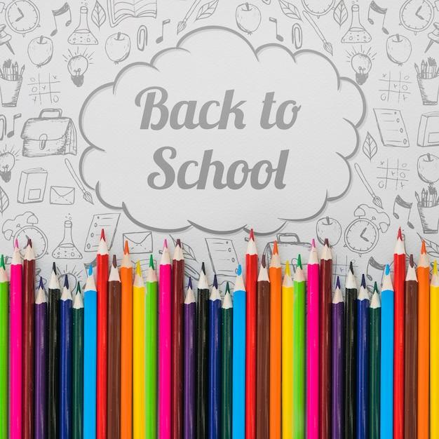 Torna a scuola mockup con matite e nuvoletta Psd Gratuite