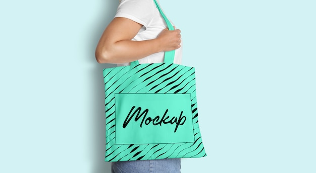Tote bag mockup with woman Psd Premium