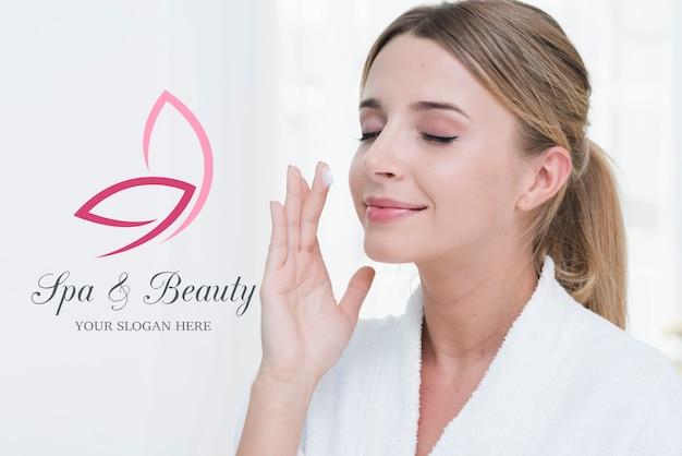 Tratamiento de belleza en plantilla de spa PSD gratuito